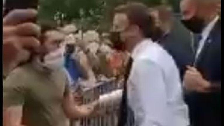 Hay dos detenidos por la agresión al presidente francés, Emmanuel Macron.