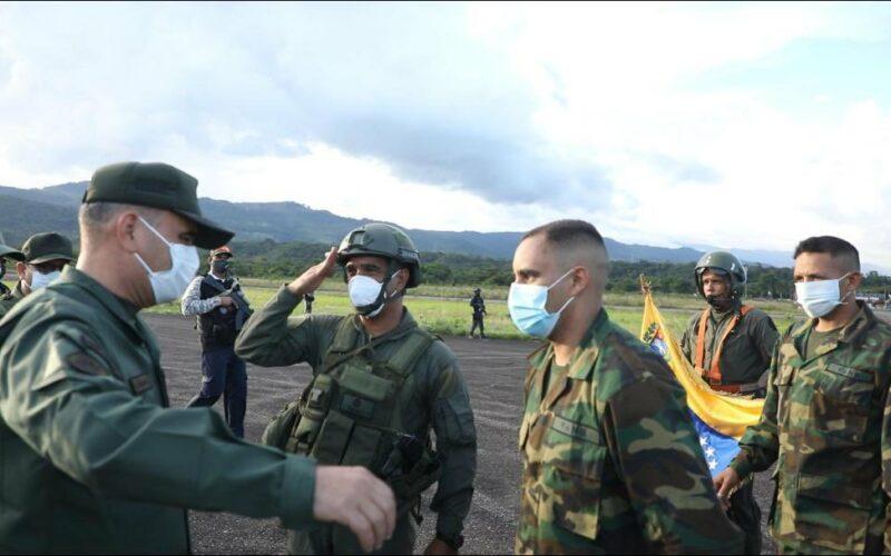 Padrino López recibió a los 8 soldados venezolanos que habían sido secuestrados por las FARC.