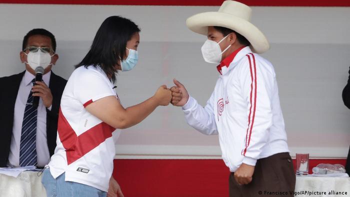 Castillo y Fujimori se disputan codo a codo las Presidencia de Perú.