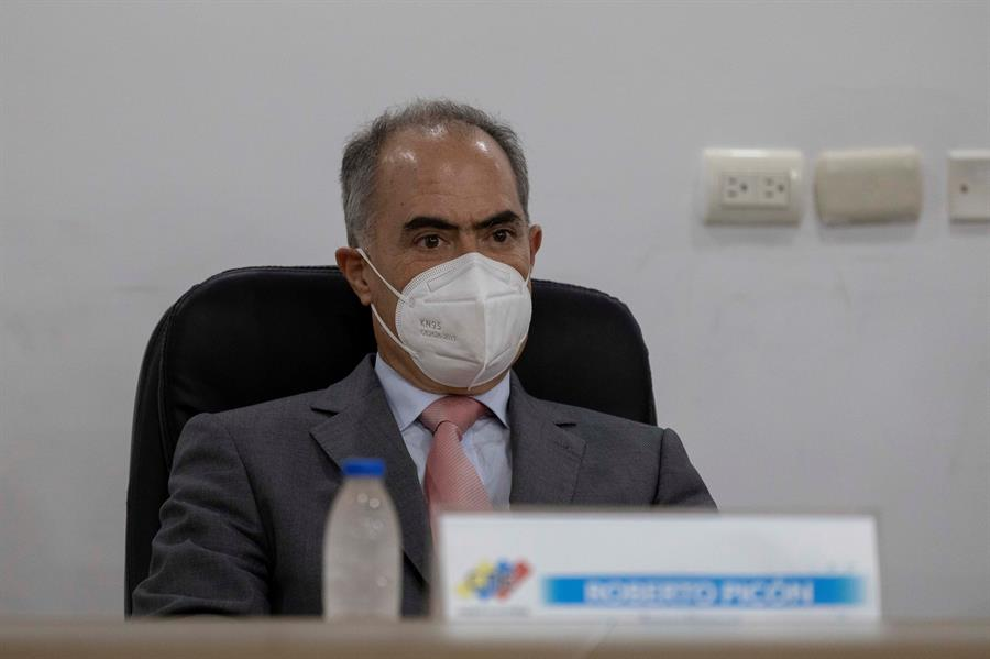 El rector del Consejo Nacional Electoral de Venezuela (CNE), Roberto Picón.