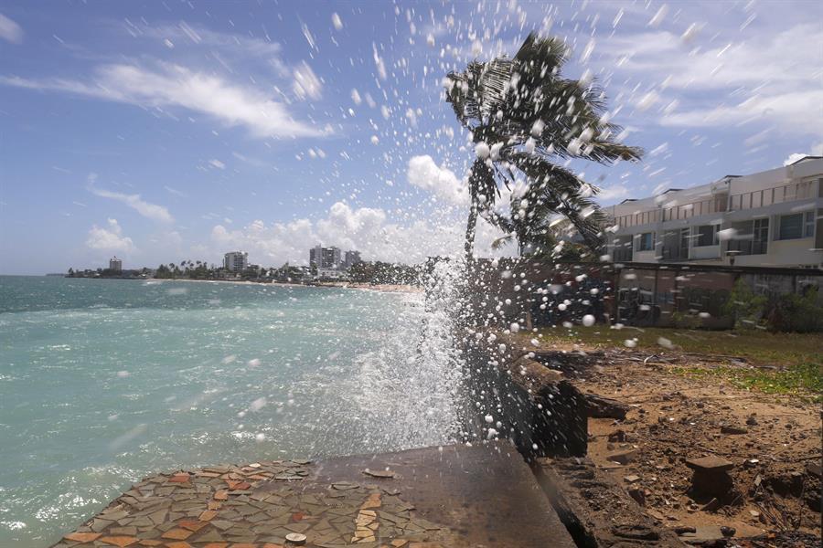 Una pared erosionada en la playa de Ocean Park en San Juan, Puerto Rico, es una de las muestras de cómo el cambio climático está afectando al planeta.