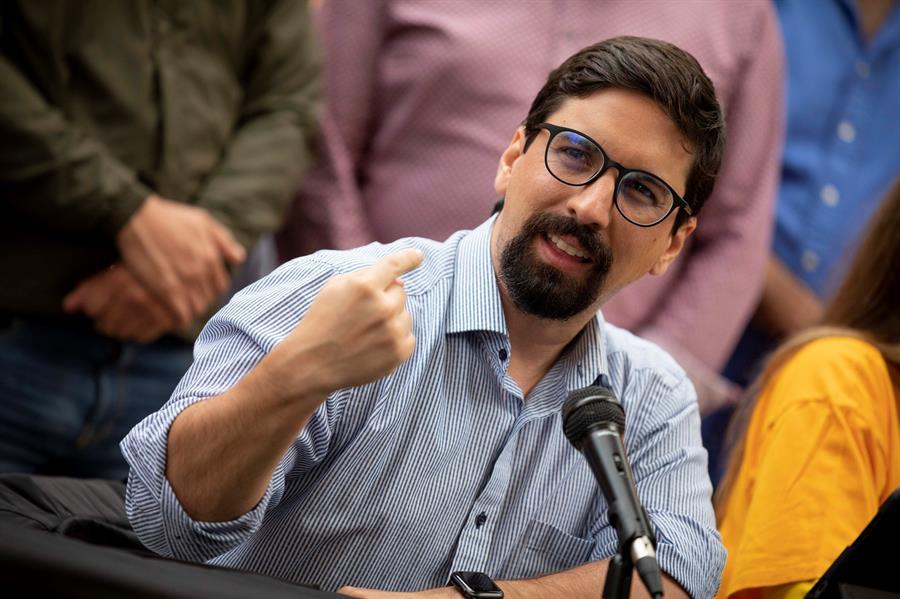 Fotografía tomada el pasado 3 de mayo en la que se registró al dirigente opositor Freddy Guevara, durante una rueda de prensa, en Caracas (Venezuela).