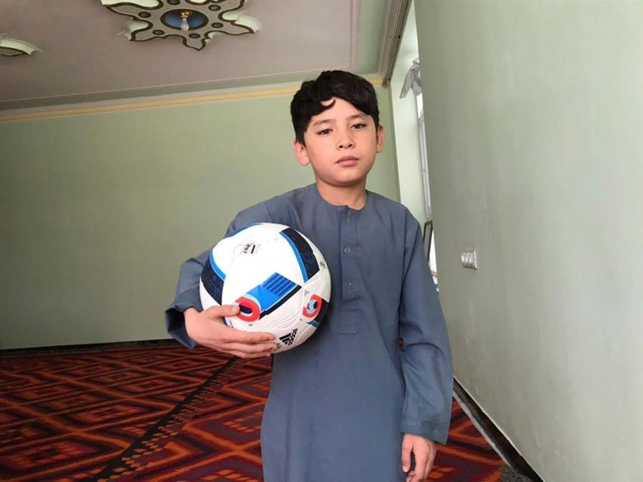 De sueño a pesadilla: Murtaza Ahmadi, el niño afagno que conoció a Messi y ahora teme por su vida (+videos) - ALnavío