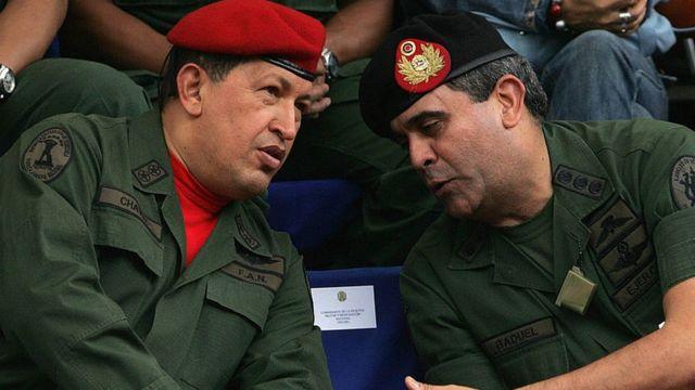 Chávez y Baduel durante un acto militar.